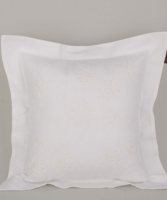 Terre-de-Coton-Hand-Embroidery-45x45